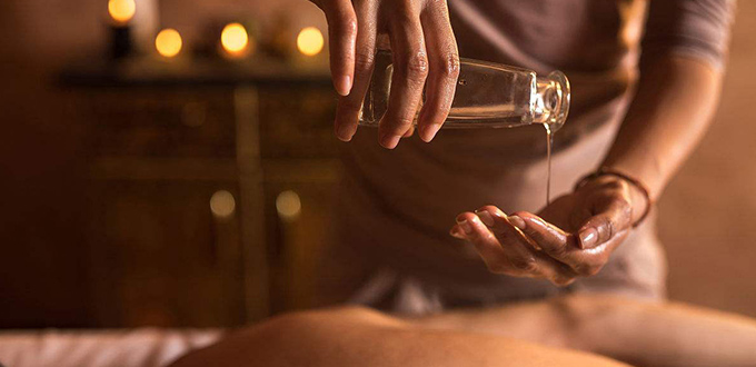 Full Body thai oil μασάζ & Foot μασάζ. --Sawadee Thai Massage.